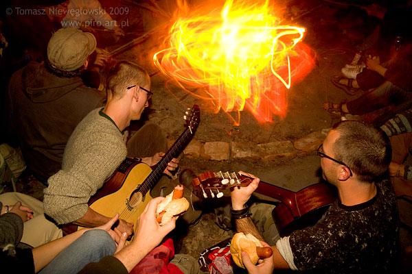 Przy ognisku z gitarą