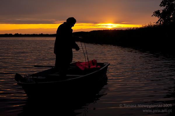 Wędkarz, Mazury, zachód słońca
