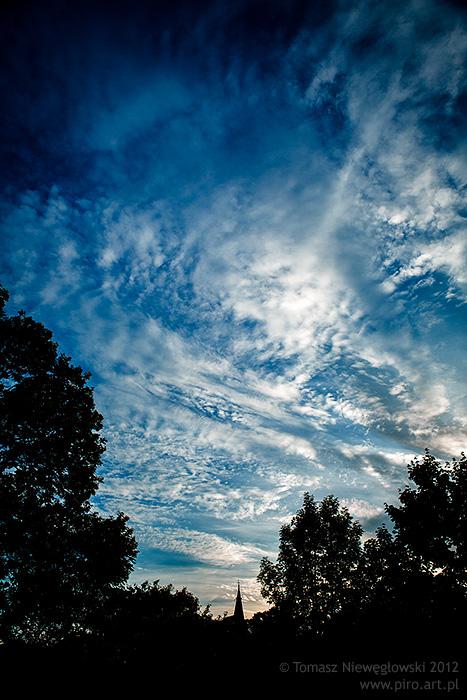 Chmury o zachodzie słońca