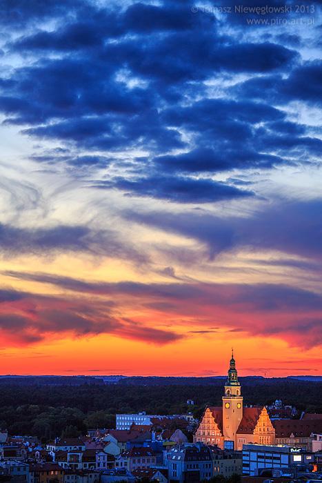 Olsztyński Ratusz o zachodzie słońca